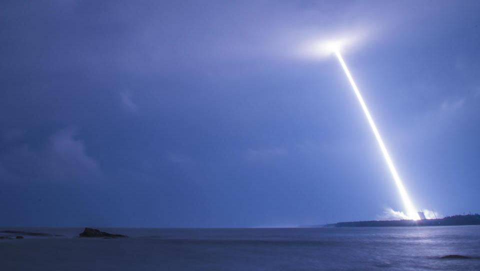 China bringt erstmals Rakete vom Schiff aus in das All