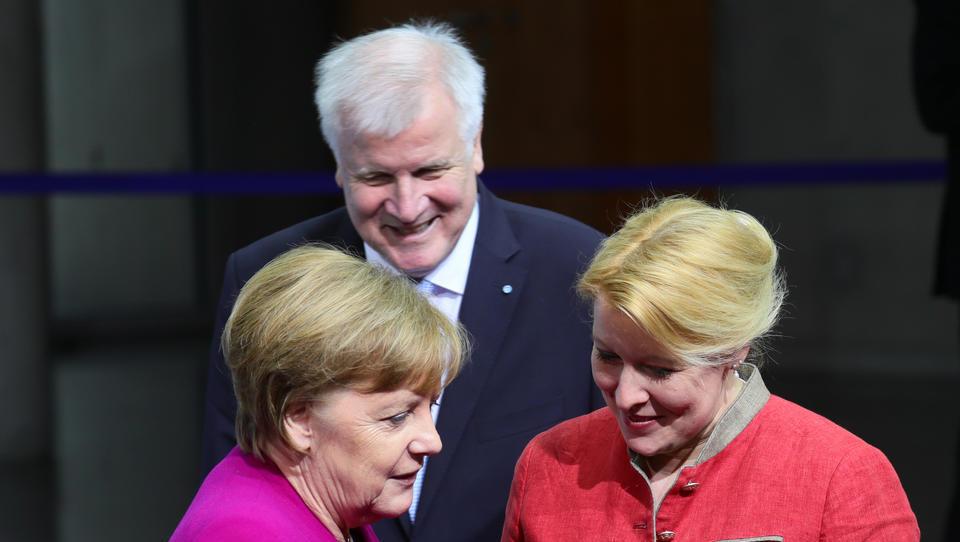 """Offizieller Kindesmissbrauch in Kitas? Merkel-Regierung will kein bundesweites Verbot von """"Original Play"""""""