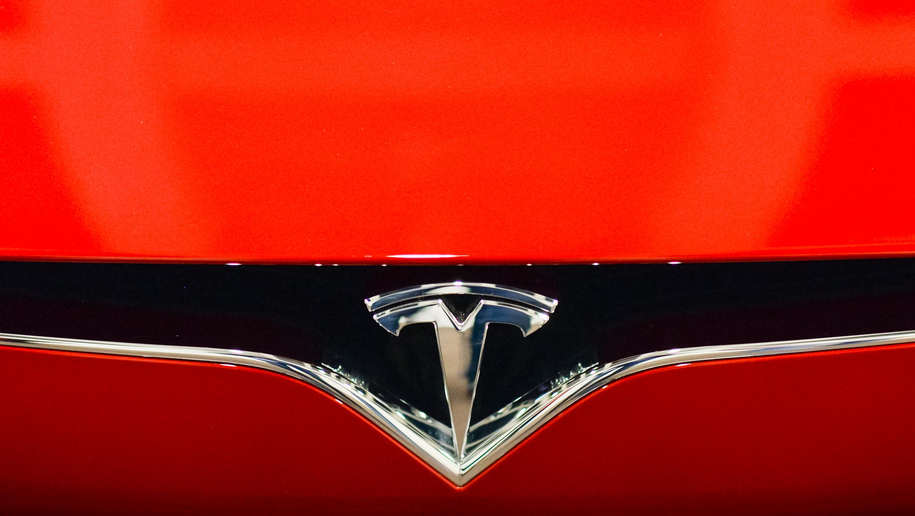 Erneut schwerer Unfall mit selbstfahrendem Tesla