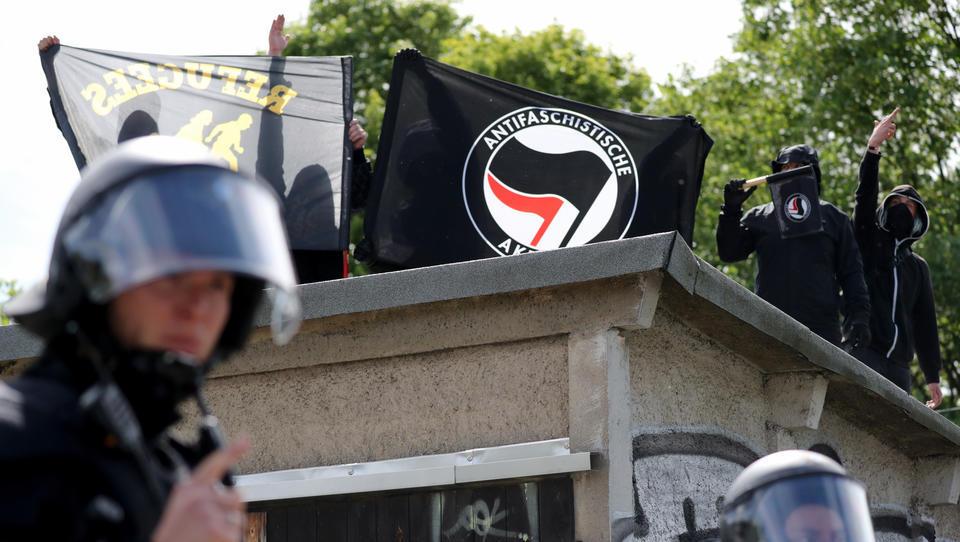 Totenstille: Bundesregierung ignoriert Antifa-Gewaltaufruf gegen Staat und Polizei