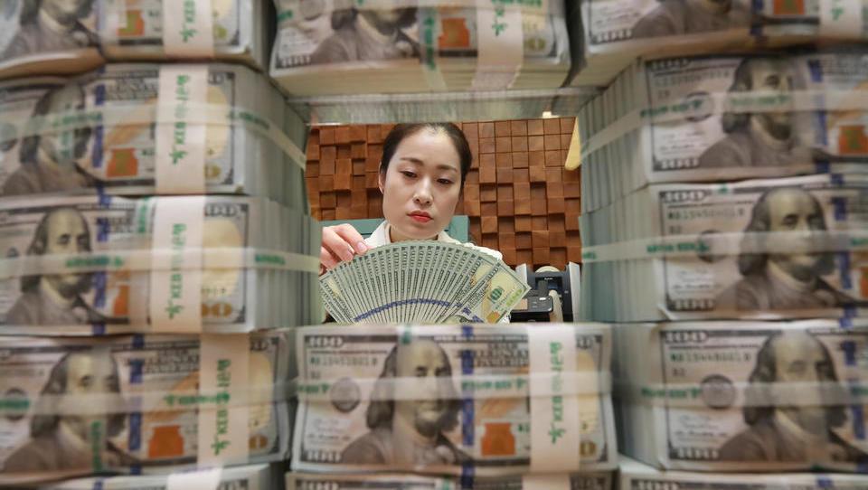 Flucht ins Bargeld: Weltweit werden so viele Dollar gehortet wie nie zuvor