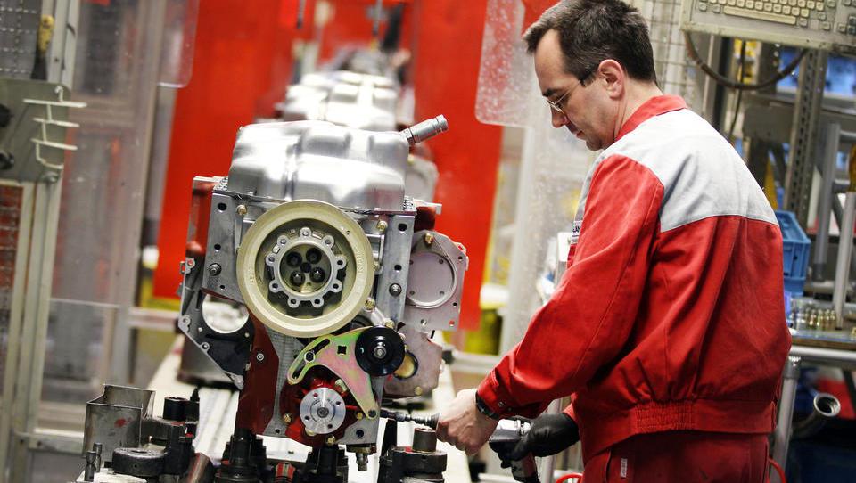 Firmen-Ticker: Motorenbauer Deutz baut tausend Stellen ab, Gea schließt Werk in Deutschland