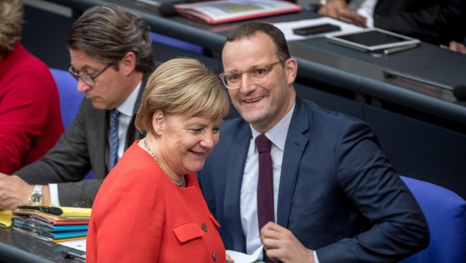 """Merkel: """"Jens Spahn macht einen prima Job jetzt in den gesamten Tagen"""""""