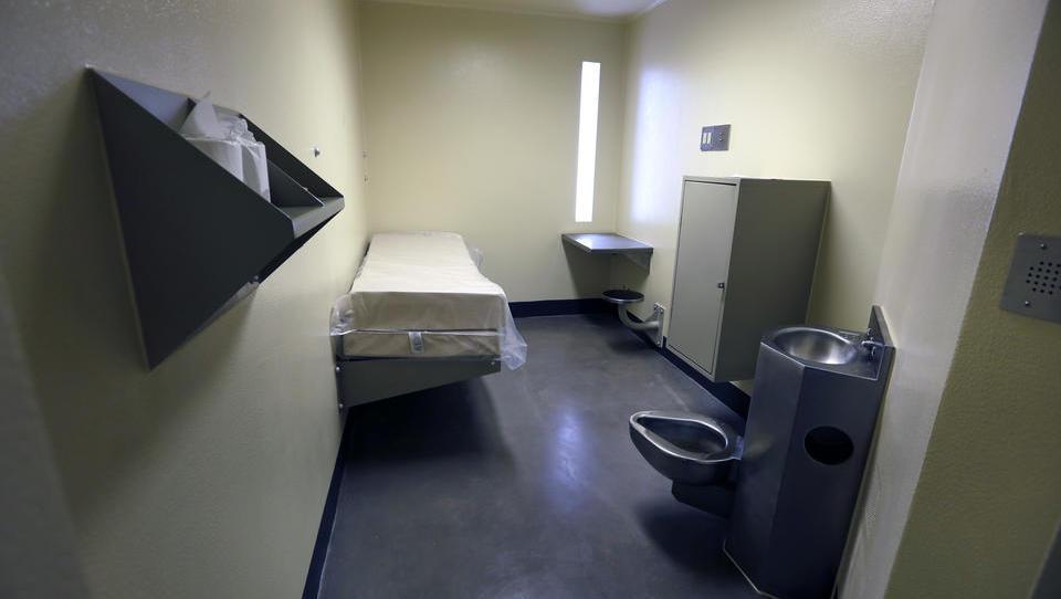 Gefängnis-Insasse tötet zwei verurteilte Kinderschänder mit bloßen Händen