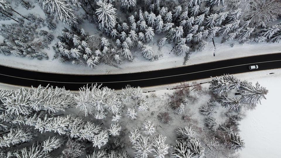 Mit einem Elektro-Auto sollten Sie im Winter lieber keine langen Strecken fahren