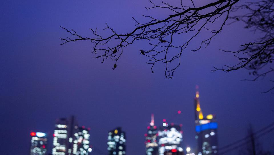 Panik-Spirale erschüttert den deutschen Aktienmarkt, Ölpreis bricht komplett ein