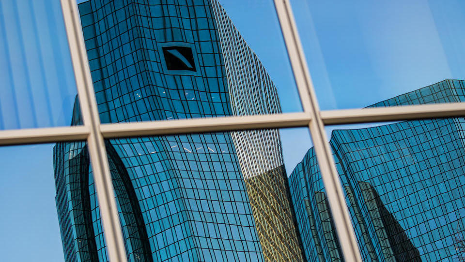 Callcenter-Angestellte der Deutschen Bank streiken vierten Tag in Folge