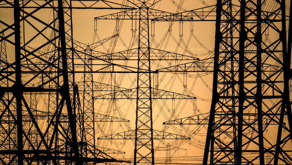 Iran will sein Stromnetz an Russland und Aserbaidschan anbinden