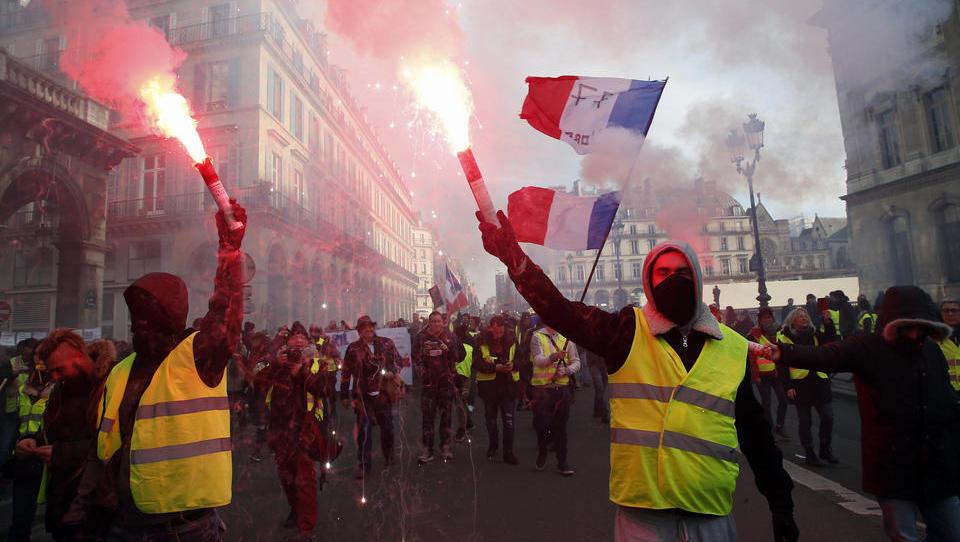 Frankreich erhebt sich: Größte Gewerkschaft ruft zu Protesten gegen Gesundheitspass auf