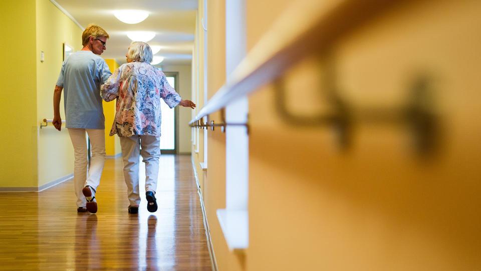 Krankenkassen starten Überwachungs-System für Pflegeheime