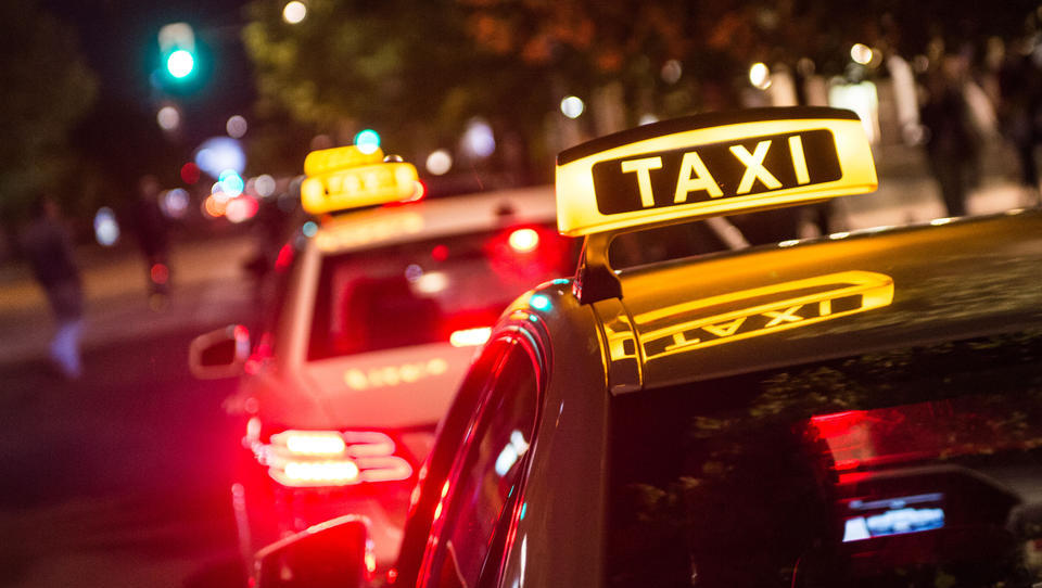 Bundesregierung beschließt Zerstörung des deutschen Taxi-Gewerbes