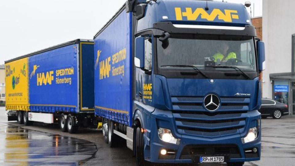 Deutsche Forscher entwickeln LKW-Plane, die Strom erzeugt