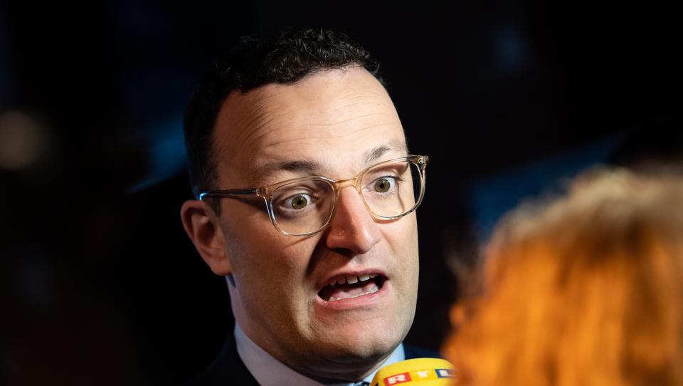 """Ablenkungsmanöver? Spahn warnt vor """"neuer Welle"""" wegen Reiserückkehrer aus Osteuropa"""