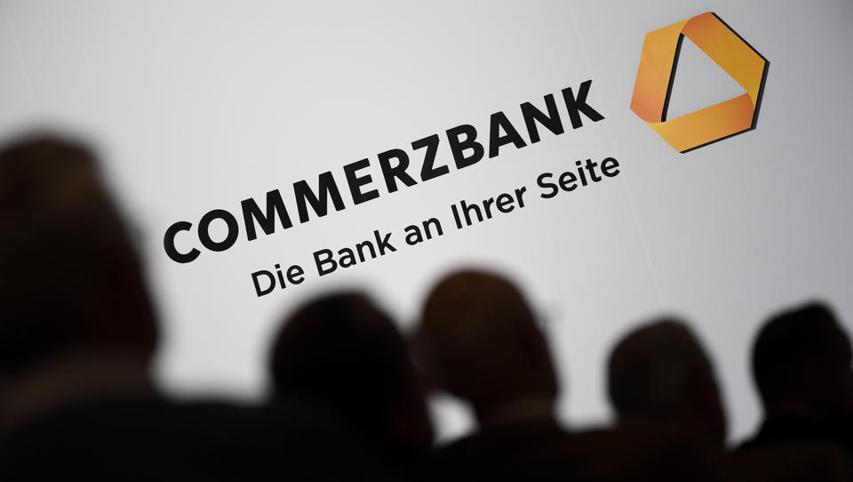 Girokonten werden teurer: Commerzbank bereitet sich mit Radikal-Umbau auf neue Krise vor