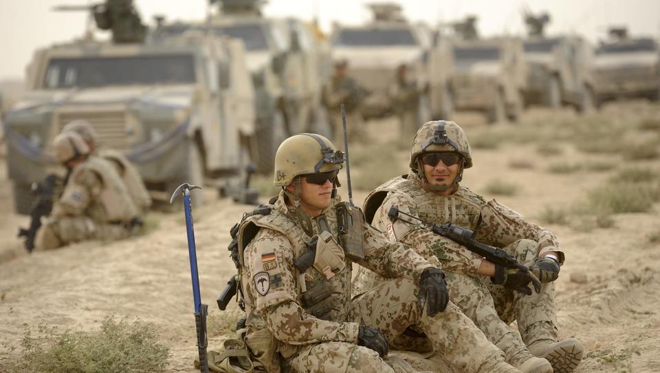 Kramp-Karrenbauer bereitet die Deutschen auf neue Militäreinsätze im Ausland vor