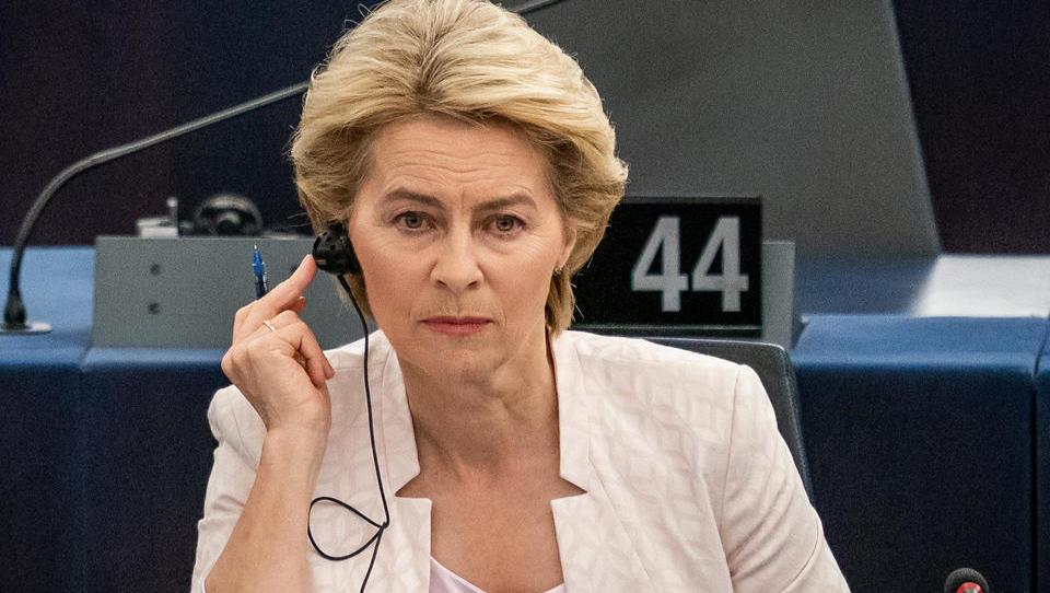 Nach Amtsmißbrauch: Von der Leyen gerät in die Kritik - und gibt ihren Mitarbeitern die Schuld