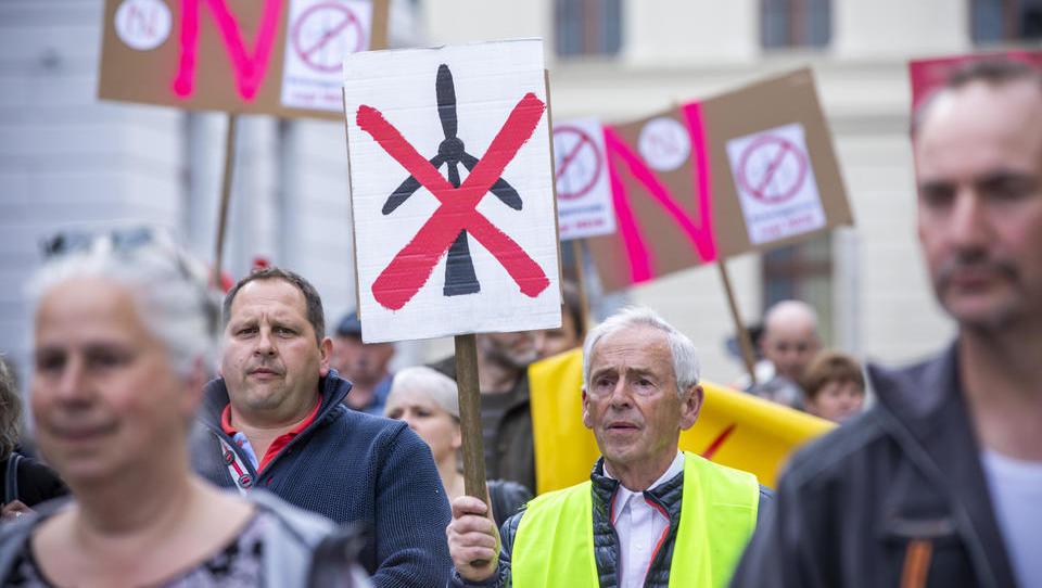 Windkraft-Krisengipfel in Hannover: Die Politik steht zwischen Unternehmen, Bürgern und Verbänden