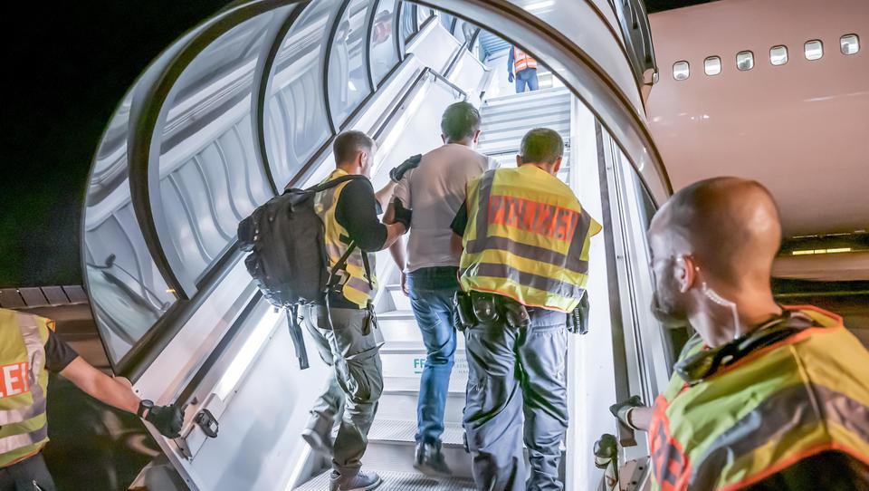 Wegen Corona: Abschiebe-Flüge nach Afghanistan werden ausgesetzt