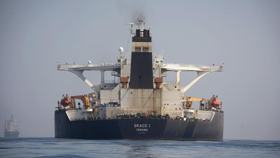 Abschwung im Welthandel: Supertanker fahren zu Niedrigstpreisen auf den Weltmeeren herum