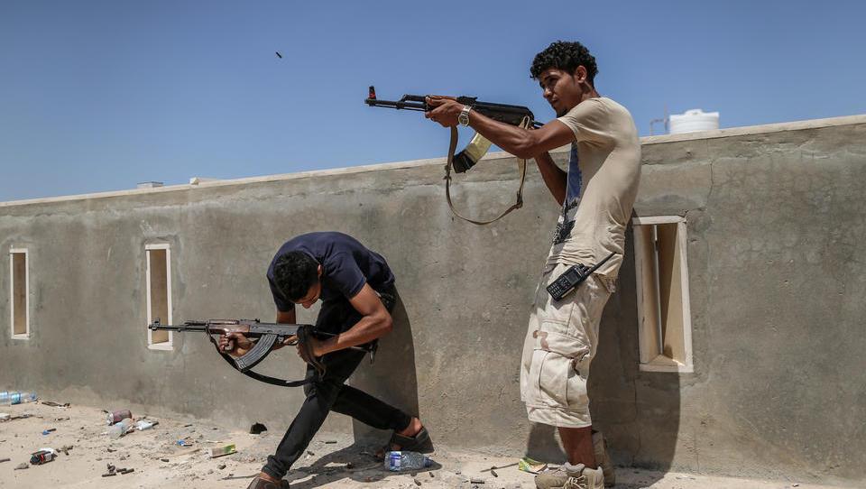 Stellvertreterkrieg in Libyen: Türkei schickt Waffen an die Regierung, Russland und Frankreich unterstützen Milizenführer Haftar