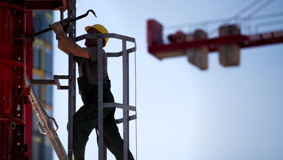 Abschwung am Arbeitsmarkt: Mehr Kurzarbeit, weniger Überstunden