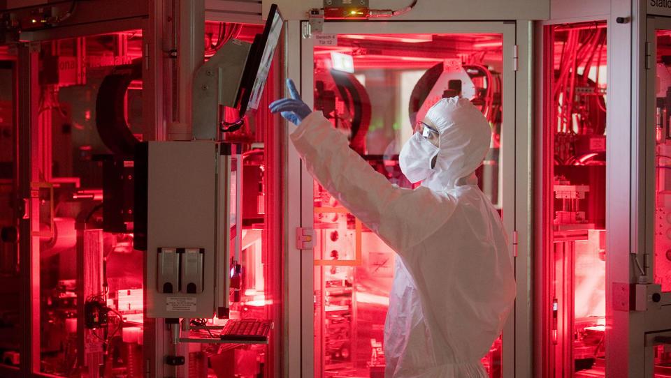VW eröffnet Pilotanlage zur Batteriezellen-Produktion