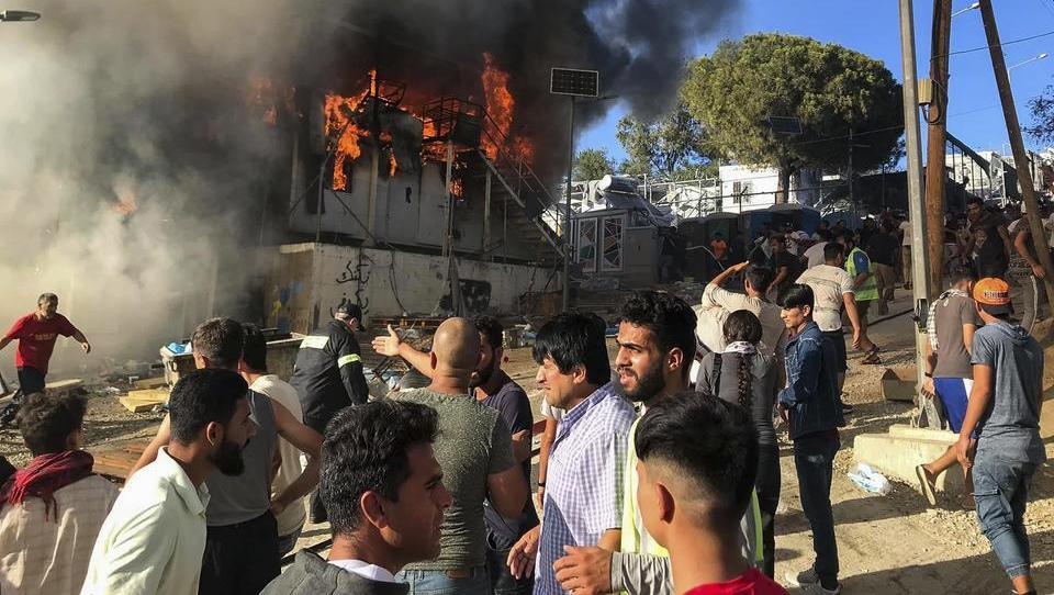 Nach Brand mit Toten: Ausschreitungen im überfüllten Flüchtlingslager Moria