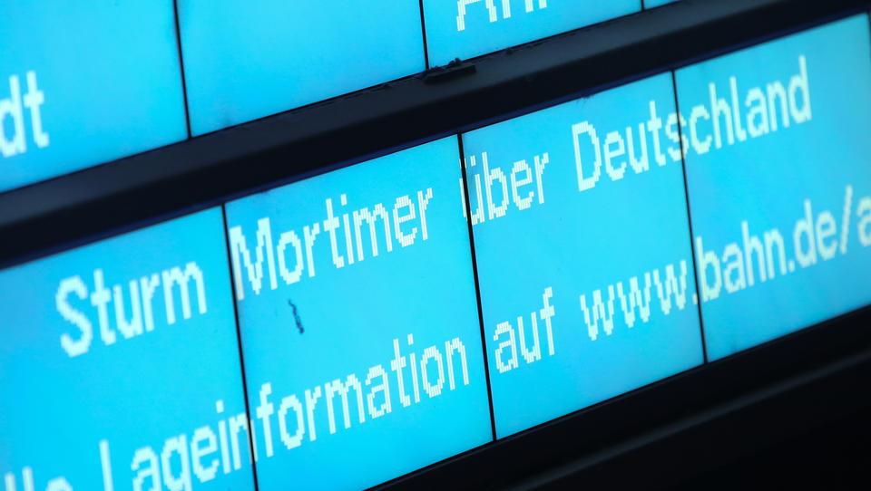Bahn sperrt wichtige Zugverbindungen in Norddeutschland