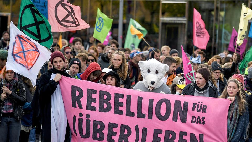 Grüne Abgeordnete fordert Protestler auf, das Europäische Parlament zu besetzen