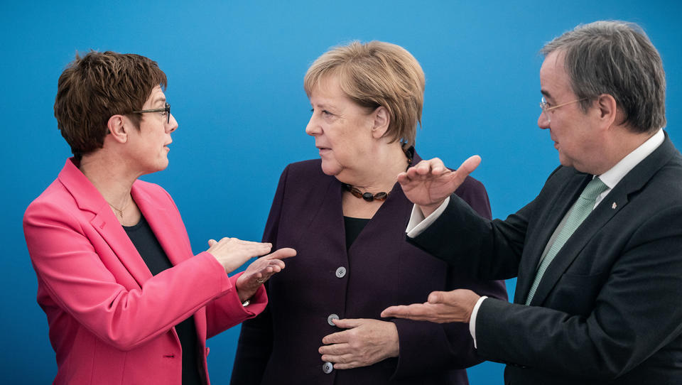 Tagesspiegel: Merkel ließ Unions-Politiker ohne Regierungsamt an vertraulichen Sitzungen teilnehmen