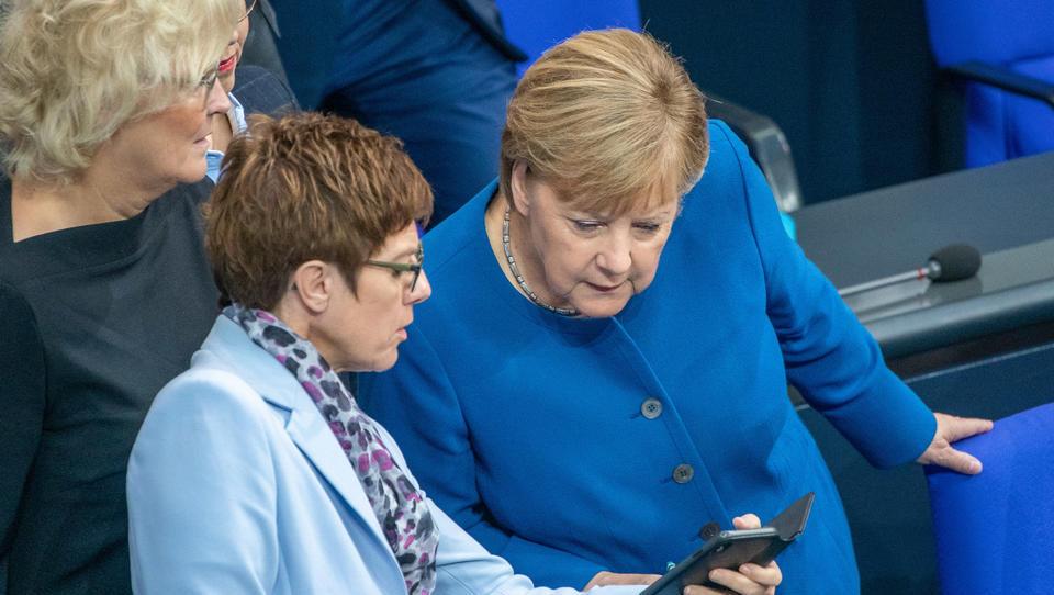"""Merkel-Regierung hat """"großen Respekt"""" für regierungskritische Demonstranten in Weißrussland"""