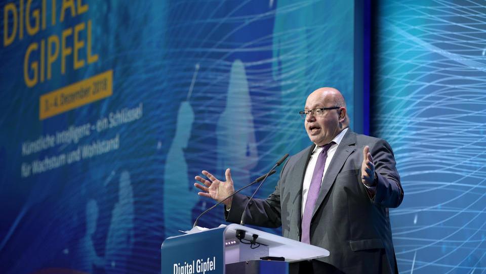 In Klinik eingeliefert: Wirtschaftsminister Altmaier stürzt von der Bühne
