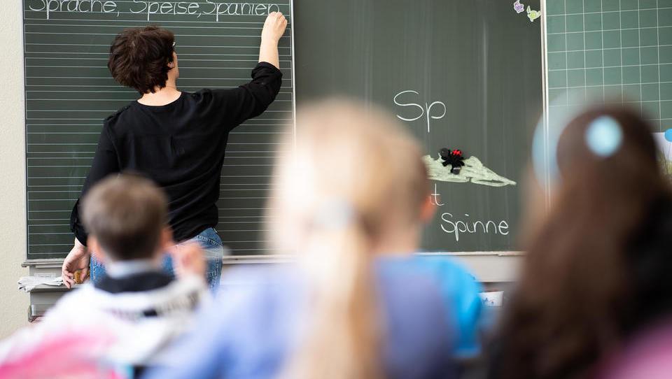 """""""Völliges Versagen"""": Lehrerverband kritisiert Einsatz von Quereinsteigern in Grundschulen"""