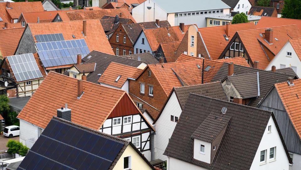 Kommunen erhöhen Grundsteuer und können nun ihre Haushalte sanieren