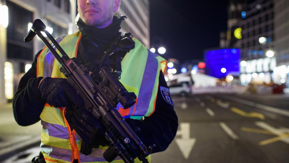 Eilmeldung: Breitscheidplatz in Berlin wegen Anschlag-Gefahr geräumt - DWN live vor Ort