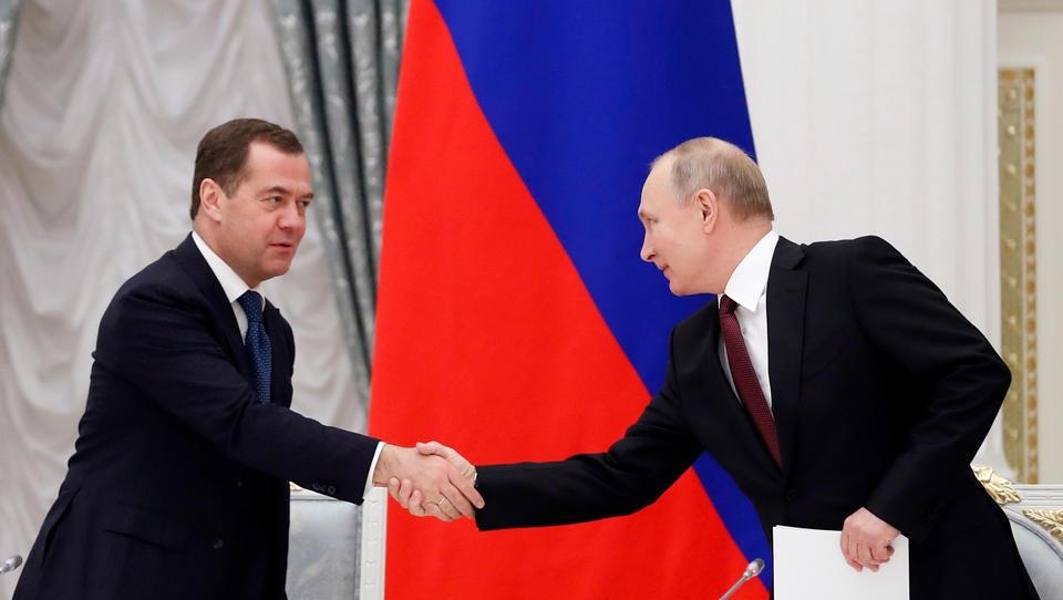 Russland: Gesamte Regierung tritt zurück, Neue Verfassung auf dem Weg