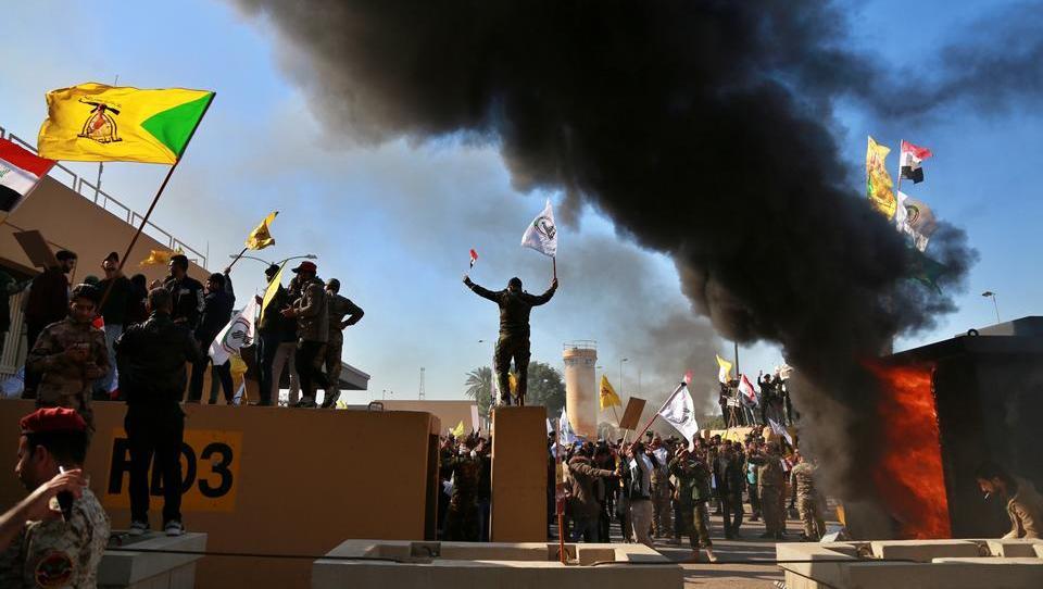 Tausende Iraker stürmen US-Botschaft in Bagdad