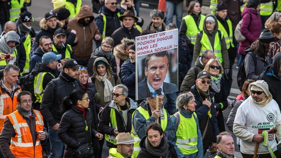 Polizei gegen Gelbwesten: Massive Ausschreitungen in Paris