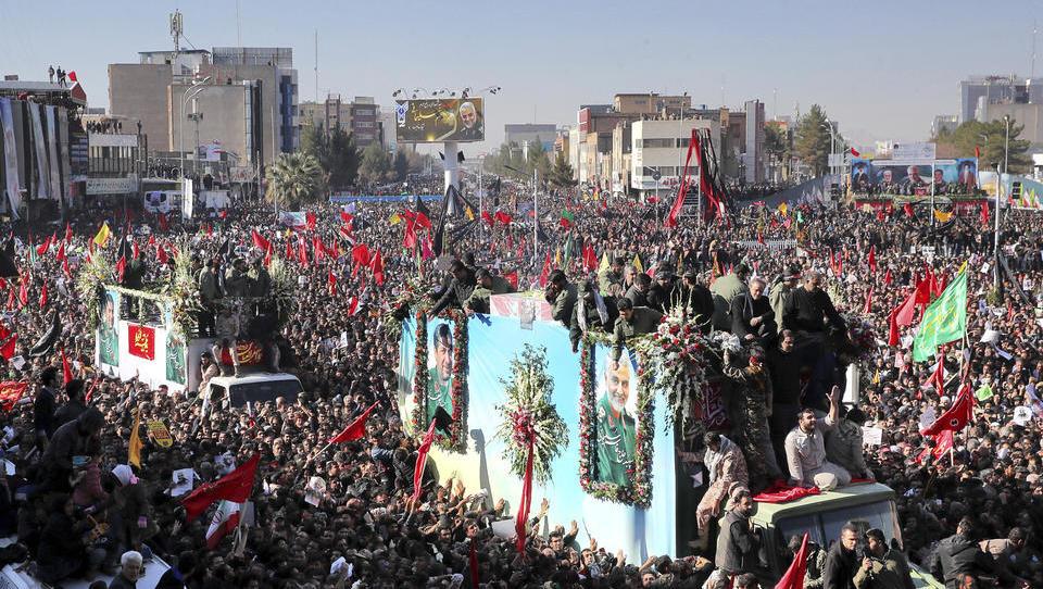 Dutzende Tote wegen Massenpanik bei Soleimani-Begräbnis