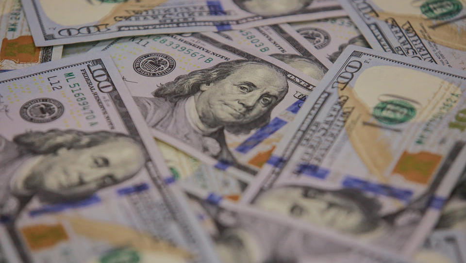 Wegen Niedrigzinsen der Notenbanken: Investoren flüchten in Anleihen aus Schwellenländern