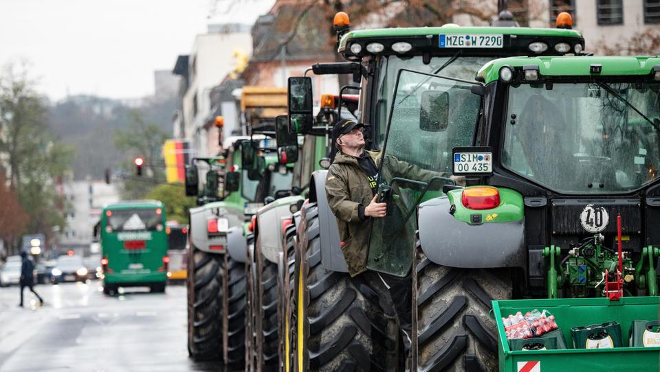 Wir haben es satt: Bundesweiter Bauern-Protest gegen Klimaschutz-Vorgaben