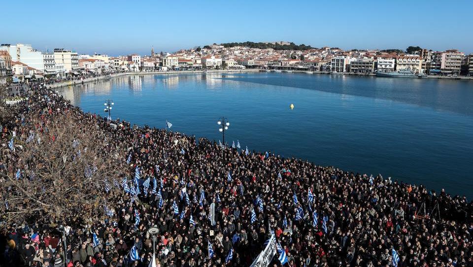 Mit der Geduld am Ende: Zehntausende Griechen protestieren gegen Migrationskrise auf den Inseln