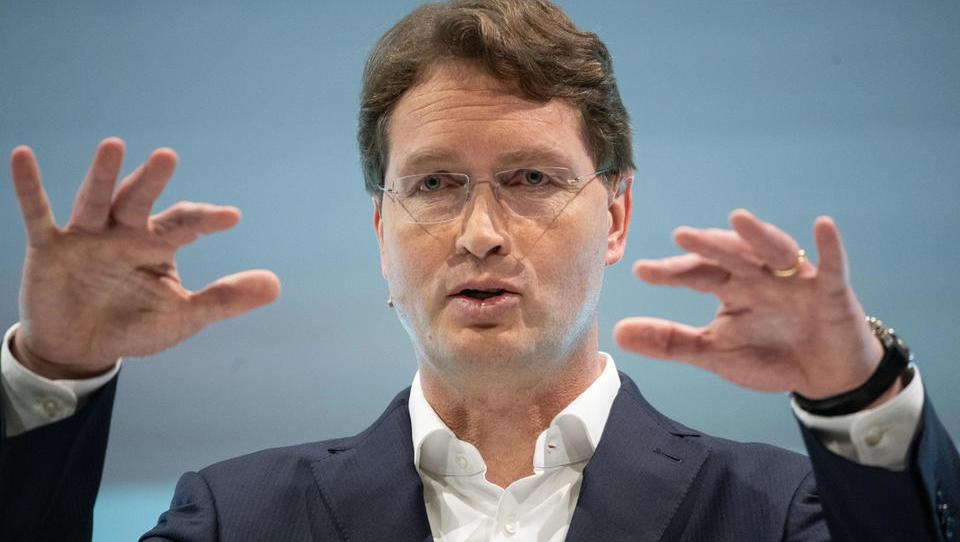 Daimler stellt überraschend Konzern-Leitung um: Källenius kontrolliert Pkw-Sparte künftig direkt