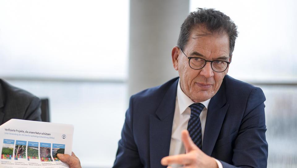 Staaten drohen zu kollabieren: Entwicklungsminister Müller fordert Entschuldungvon Dritte-Welt-Ländern