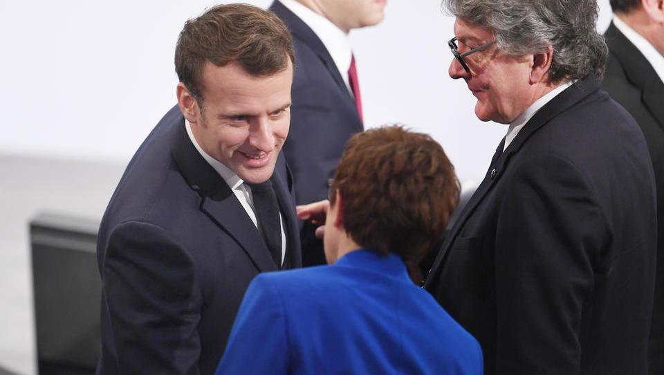 Schlagabtausch: Macron will europäische Souveränität - Kramp-Karrenbauer sagt, nur die USA können Europa schützen