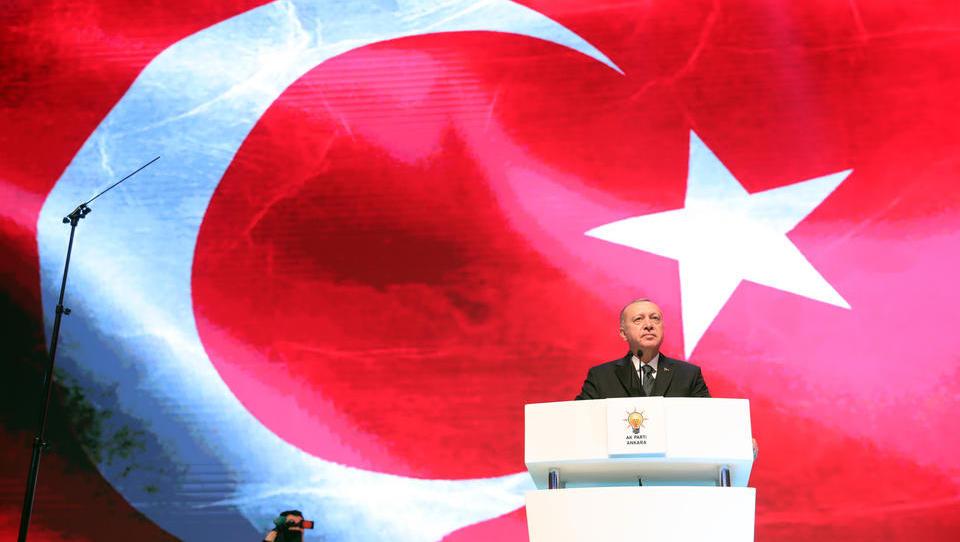 Währungskrise reloaded: Türkische Lira stürzt auf Allzeittief, Federal Reserve lehnt Hilfe ab