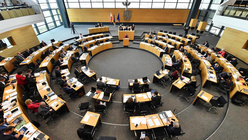 Trotz Kritik: Thüringen schafft die Corona-Regeln ab