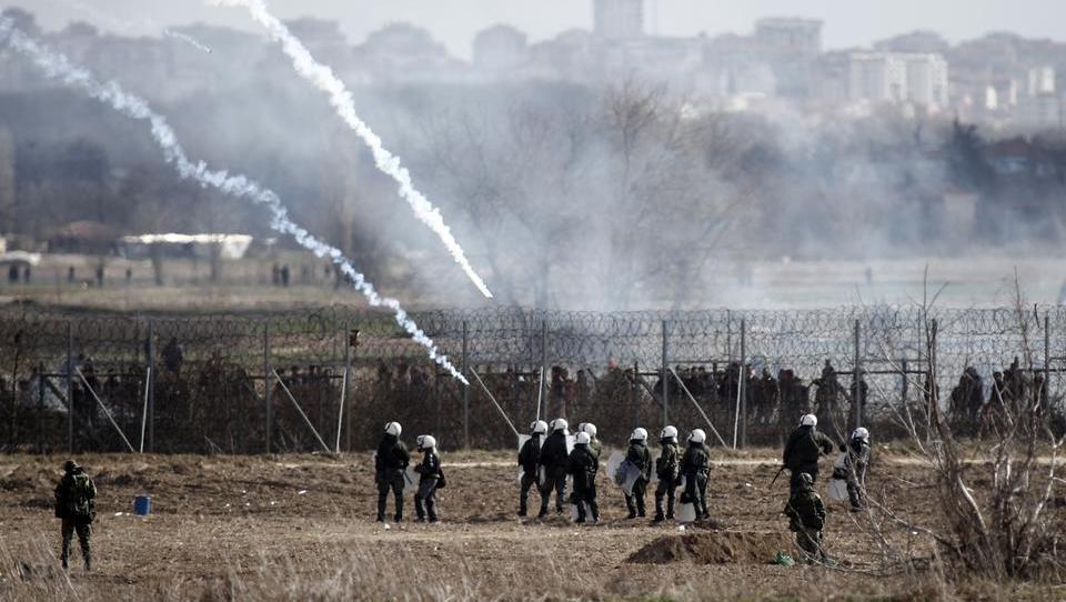 Türkei: Migranten greifen Grenzzaun zur EU mit Molotov-Cocktails an