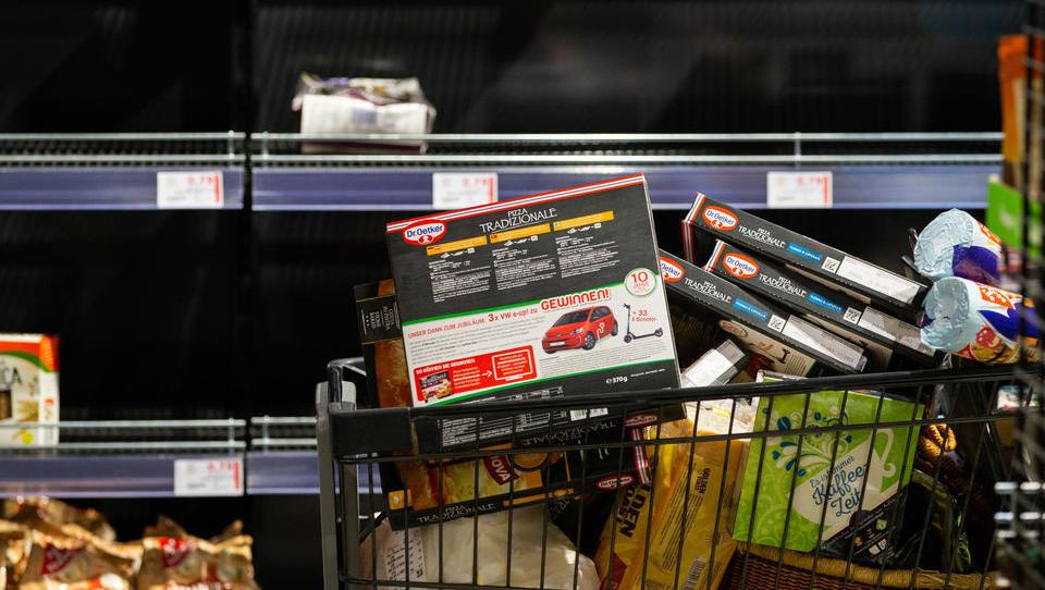 Hamsterkäufe: Verbraucher decken sich wieder mit Toilettenpapier ein
