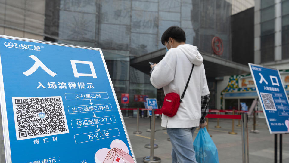 Totale Kontrolle? China fordert globales Gesundheits-Code-System, um Reisen...
